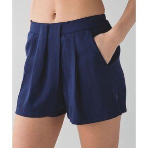 LULULEMON &go Keepsake Short 6 Hero Blue Pleated
